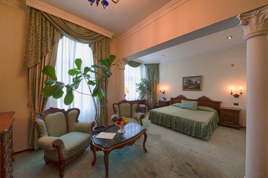 Grand Hotel London in Varna